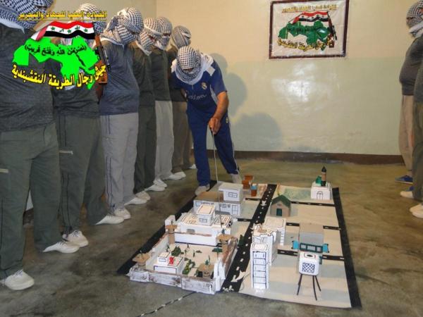 جيش النقشبندية قصف مقر للعدو الامريكي بصاروخ البينة بتاريخ 19-2-2013 135