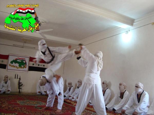 عاجل جيش رجال الطريقة النقشبندية قصف مقر للعدو الامريكي بتاريخ 27-8-2012 210