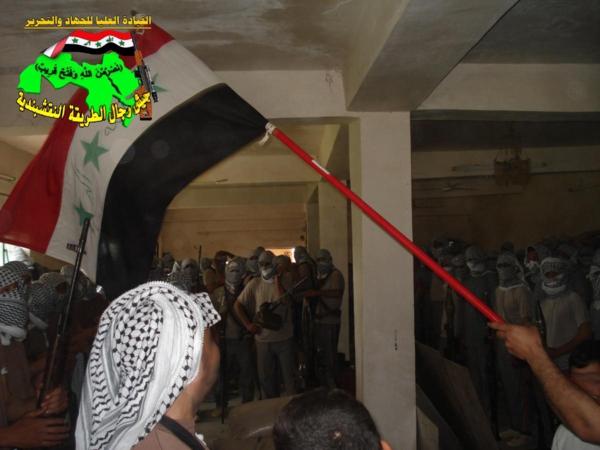جيش النقشبندية قصف مقر للعدو الامريكي بصاروخ النذير بتاريخ 12-2-2013 219