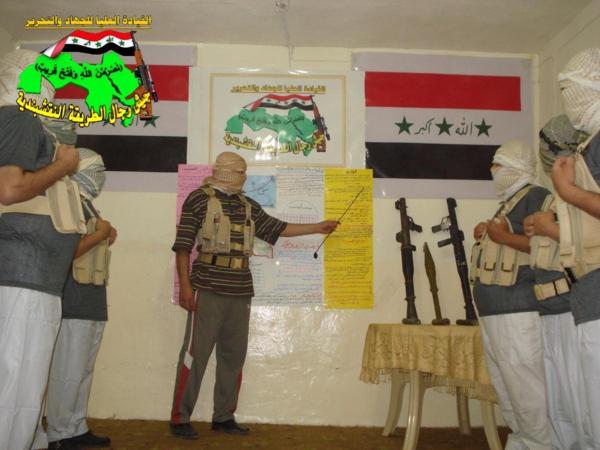جيش النقشبندية قصف مقر للعدو الأمريكي بـ3 صورايخ البينة المطور 11-8-2013 267