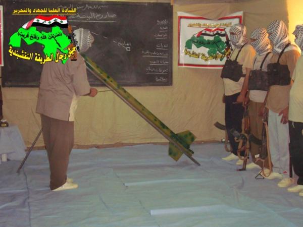 جيش النقشبندية قصف مقر للعدو الأمريكي بـ3 صواريخ الحق بتاريخ 13-3-2013 294