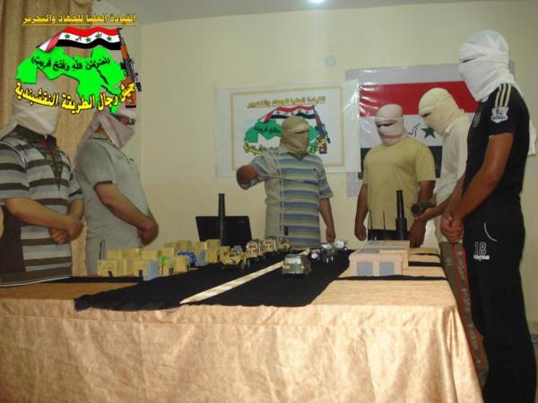 عاجل جيش رجال الطريقة النقشبندية قصف مقر للعدو الامريكي بصاروخي الحق بتاريخ 4/10/2012